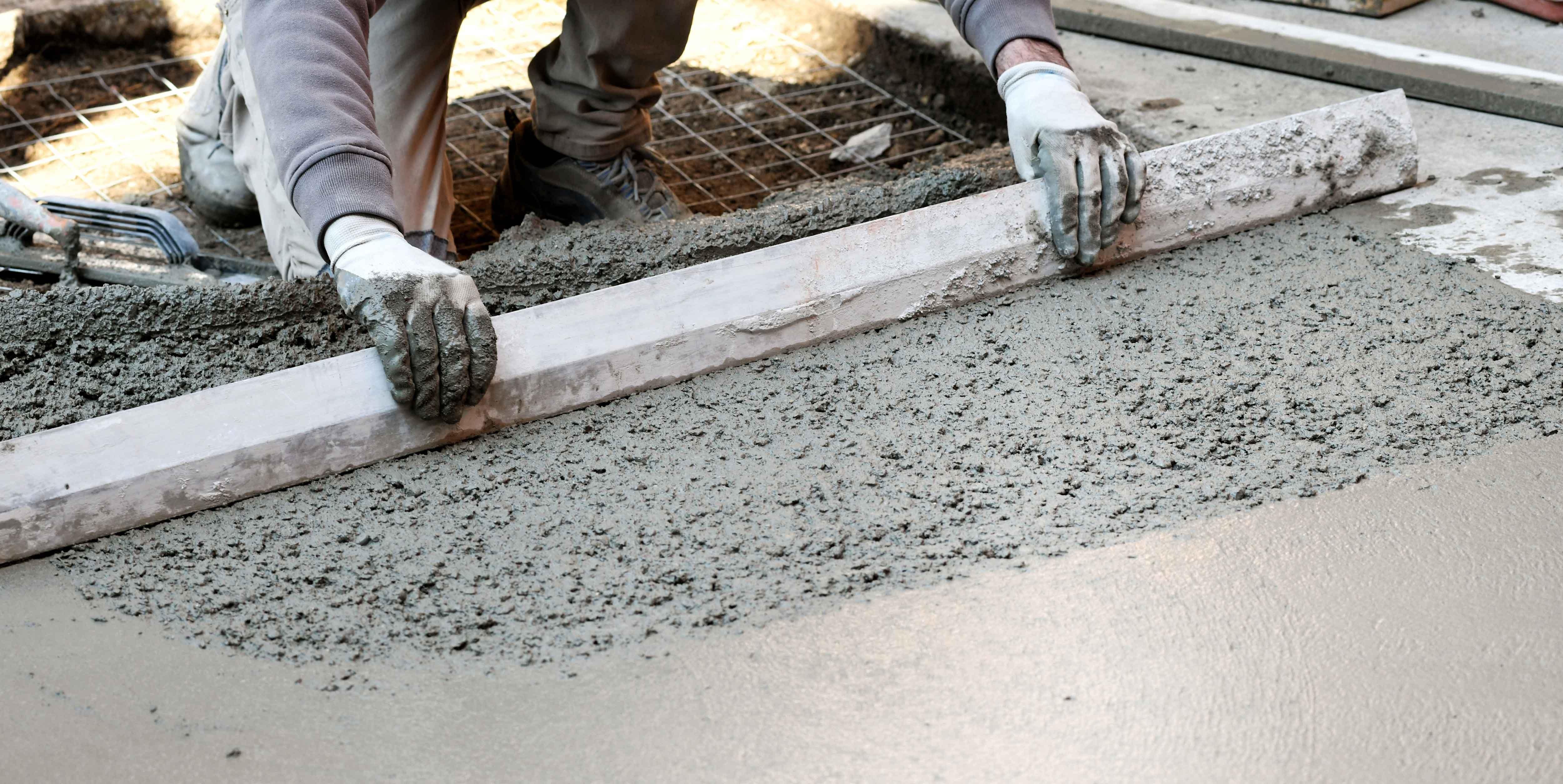 worker-flattening-concrete-floor